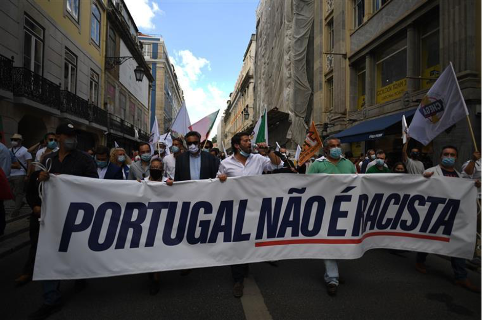 """source: jornal """"SOL"""" - """"Portugal is not racist"""" movement against BLM movement"""