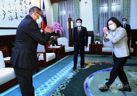 Somaliland representative Mohammed Omar Hagi Mohamoud meeting Taiwan's President Tsai Ing-wen